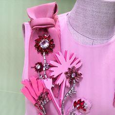 «#devilindetails @prada #flowers #bow #pink #thinkpink #fw15 #mfw @maximarevista @elleczech #nofilter»