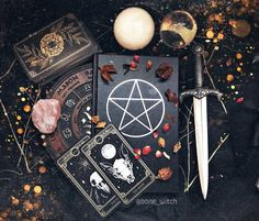 Read Tipos de rituais from the story Tudo Sobre O Satanismo (By: New_Witch) by New_Witch (Lil_Cat✍) with reads. Magick, Witchcraft, Magia Elemental, Images Esthétiques, Witch Room, Baby Witch, Spell Caster, Modern Witch, Witch Aesthetic