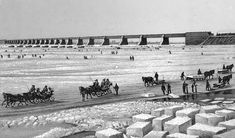 Cutting ice blocks for local consumption and for shipment to warmer climes. Victoria bridge with sleigh and ice vendors Montreal ca. Quebec Montreal, Montreal Ville, Old Pictures, Old Photos, Vintage Photos, Alberta Canada, Ontario, Ottawa, Horse And Buggy