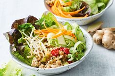 Turn san choy bau into a quick healthy dinner bowl by swapping pork mince for lean chicken breast mince and adding lots of vegies such as carrot and baby cos. 800 Calorie Meal Plan, Healthy Zucchini Fritters, Vegetarian Nachos, Beef Recipes, Healthy Recipes, Dinner Bowls, Midweek Meals, No Calorie Snacks, Bowl Of Soup