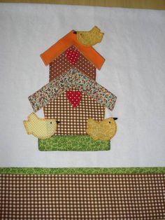 Guardanapo em tecido 100% algodão, com aplicação em patchwork.  As cores podem variar conforme a disponibilidade dos tecidos.  mede 50 x 70 cm