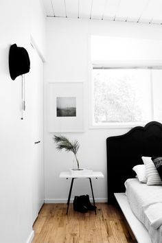Chic and clean black and white decor for you bedroom.