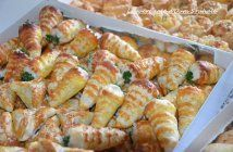 salted cornet appetizer with shrimp Entree Recipes, Snack Recipes, Cooking Recipes, Tapas, Ramzan Recipe, Mini Burgers, Big Meals, Snacks, Cooking Time