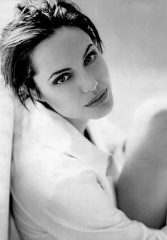 Angelina is so pretty!! She needs some meat on her bones though! ;)