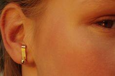 Materials: 14 karat gold / Size: ball-diameter 5mm  bar-length 17mm, width 4mm