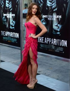 Ashley Greene at 'The Apparition' LA premiere in Donna Karan Atelier Donna Karan, Beautiful Legs, Most Beautiful Women, Girl Celebrities, Celebs, Vestido Pink, Bollywood, Red Carpet Fashion, Hollywood Actresses