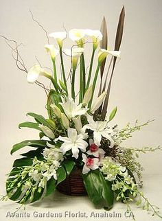 Photos : Avante Gardens Florist Custom Floral Design Gallery - Anaheim, CA : Funeral Arrangement in White with Calla Lilies