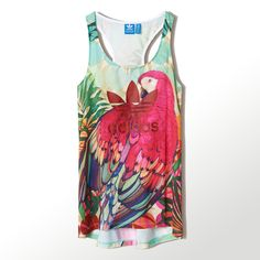 This Arari Tank top for women is part of adidas' collaboration with the Brazilian company FARM, a label known for its tropical patterns and technicolored prints. Set in a South American rain forest, the print features a beautifully plumed macaw in juicy, eye-popping colors. The tank is cut in a sporty racer-back style, with a Trefoil front and center.