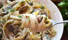 This plant-based recipe for a healthy mushroom fettuccine alfredo isn't your typical pasta dish. Dash Diet Recipes, Pasta Recipes, Whole Food Recipes, Vegetarian Recipes, Cooking Recipes, Healthy Recipes, Healthy Foods, Healthy Eating, Ww Recipes