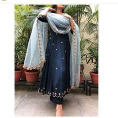 Punjabi suits , punjabi-anzüge , costumes punjabi , trajes p… Punjabi Suits Designer Boutique, Indian Designer Suits, Designer Party Wear Dresses, Kurti Designs Party Wear, Pakistani Dress Design, Pakistani Outfits, Indian Wedding Outfits, Indian Outfits, Indian Weddings