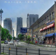 街 暑い日が続き体調管理してますか? 暴飲暴食してます! アルコールと甘いものがやめられない! ミニストップのハロハロ、ソフトクリーム🍦 スタバのピーチのフラペチーノ🍑 うーん🧐 明日の朝はスタバの開店と同時にフラペチーノ、お昼にミニストップヽ(´▽`)/理想的な感じ! Yokohama, Street View