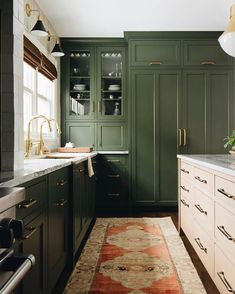 If you are looking for Green Kitchen Cabinets Design Ideas, You come to the right place. Here are the Green Kitchen Cabinets Design Ideas. Green Kitchen Cabinets, Brass Kitchen, Kitchen Cabinet Colors, Kitchen Decor, Dark Green Kitchen, Kitchen Ideas, Kitchen Designs, Green Kitchen Interior, Frameless Kitchen Cabinets