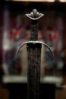 The Cawood sword is regarded as one of the finest #Viking swords ever discovered. It is nearly 1,000 years old and is the fifth sword of its type ever to be found and by far the best preserved. It's from the end of the Viking period and beginning of the Medieval and the sword itself reflects this. #octaviadotnet