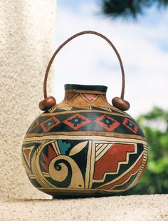 Southwestern Handpainted Gourd Pot 604 by AChristmasbyCarol Decorative Gourds, Hand Painted Gourds, Painted Vases, Native Art, Native American Art, Pottery Painting, Diy Painting, Carillons Diy, Cordon En Cuir