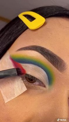 Eye Makeup Steps, Eye Makeup Art, Smokey Eye Makeup, Eyebrow Makeup, Eyeshadow Makeup, Eyeshadow Looks, Creative Eye Makeup, Colorful Eye Makeup, Maquillage On Fleek