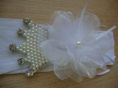 faixa coroa princesa Diy Hair Accessories, Brooch, Beads, Jewelry, Design, Baby Hair Bows, Cute Cheer Bows, Hooks, Baby Tie