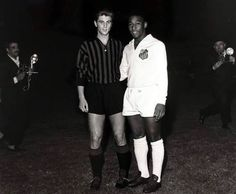 Gianni Rivera y Pelè.  -Coppa Intercontinentale, 1963. AC Milan vs Santos.