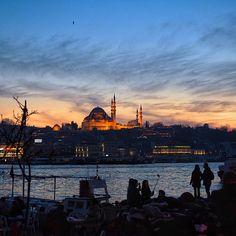 Istanbul at dusk. Photo courtesy of audiosoup on Instagram.