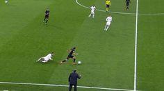 Piłkarz Paris Saint Germain zabawił się z Isco • Angel Di Maria wkręcił w ziemię Isco w meczu Ligi Mistrzów • Wejdź i zobacz film >> #football #soccer #sports #pilkanozna