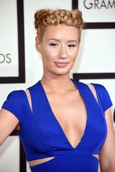Iggy Azalea pulling off one incredible braid that we fell in love with. Although we're thinking it's either a love or hate kind of look. But we LOVE. #hair #braid #iggyazalea #gorgeous