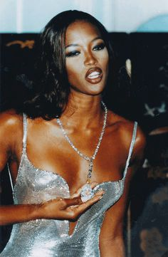 13 Life Lessons We Learned From Naomi Campbell, Catwalk Queen of Shade