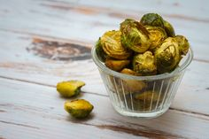 Roasted brussels sprouts recipe Sprouts Recipe, Hand Painted Mugs, Delicious Vegan Recipes, Brussels Sprouts, Roast, Favorite Recipes, Vegetables, Healthy, Food