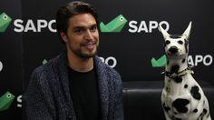 """Diogo Morgado aceitou o desafio de participar em """"Conversas com um cão de loiça"""", rubrica do SAPO Mag em que um convidado se junta a uma companhia muito especial para uma conversa com tempo para temas sérios e galhofa."""