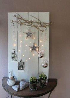 vieilles planches, palette, ou vieille porte, etc : Lichtjes bord, de lampjes zijn in de vorm van een hart erin gemaakt.: