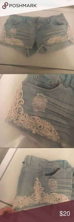 PERFECT CONDITION jean shorts lace sides Slightly distressed, never worn. Size 7 but fit an 8. Light wash, white lace sides. Super cute perfect conditon! 🤖offers welcome!🤖 Almost Famous Shorts Jean Shorts