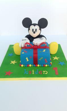 Mickey Mouse Cake Mickey Mouse Cake, Minnie Mouse, Lane Cake, Cakes, Disney Characters, Scan Bran Cake, Kuchen, Pastries, Cookies