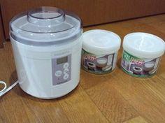 ヨーグルト専用容器。日本製。 100円ショップ製品でも日本製ってあるんだ…、と 少しばかり失礼なことを考えたのは秘密です。 容量が650mlなので、 牛乳(豆乳)500mlに種ヨーグルト分と考えると、 ちょうどヨーグルトが付属容器の半分量の容量と言えます。 ヨーグルト作り専用容器を謳っているだけあって、 ちゃんと煮沸消毒にも耐えられるみたいです。