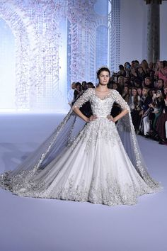 Fantasy Wedding Gown White - 45 fantasy wedding dresses that will make your heart stop Fantasy Wedding Dresses, Fantasy Gowns, Princess Wedding Dresses, Bridal Dresses, Wedding Gowns, Weeding Dresses, Ralph & Russo, Wedding Dress Accessories, Wedding Attire