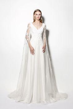 a11f3b36b 21 Best Vestidos de novia con capa images