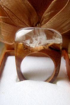 © Atelier de Jade Crystal Resin, Crystal Jewelry, Wood Resin, Resin Art, Resin Crafts, Jewelry Crafts, Resin Jewelry Making, Resin Tutorial, Wooden Ornaments