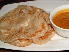 Roti Canai Malay Curry Sauce Malaysian Roti Canai-yummy flaky, chewy pastry like bread, griddled and served with a curry sauce for dipping! Malaysian Cuisine, Malaysian Food, Malaysian Recipes, Malaysian Curry, Roti Canai Curry Sauce Recipe, Roti Prata Recipe, Roti Recipe, Naan, Indian Food Recipes