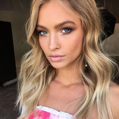Gorgeous glowing natural makeup, blonde highlights and soft wavy hair waves…