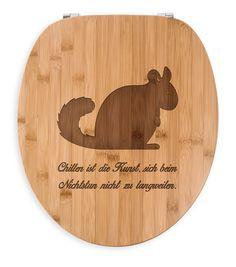 WC Sitz Chinchilla aus Bambus  Coffee - Das Original von Mr. & Mrs. Panda.  Ein wunderschöner WC Sitz aus naturbelassenem Bambus Coffee mit unsere speziellen und liebvollen Mr. & Mrs. Panda Gravur    Über unser Motiv Chinchilla  Chinchillas sind Nagetiere und lieben ausgiebige Sandbäder. Sie sind sehr neugierige Tiere, die tagsüber viel Schlaf brauchen.    Verwendete Materialien  Bambus Coffee ist ein sehr schönes Naturholz, welches durch seine außergewöhnliche Holz Optik besticht und sehr…