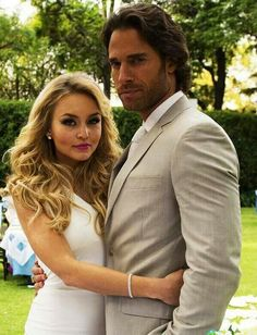 Angelique Boyer y Sebastian Rulli I hope their relationship never ends! Sebastian Rulli, Latino Actors, Actors & Actresses, Romantic Couples, Cute Couples, Real Couples, Apocalyptic Love, Divas, Telenovela Teresa