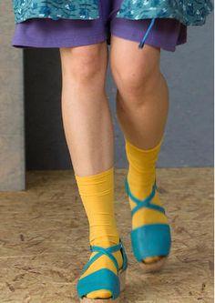 Gudrun Sjödéns #Naturmode und Bio-Kleidung - Die Kniestrümpfe aus recycletem Polyamid halten die Füße in schönen Farben wohlig warm. Bestelle die Kniestrümpfe jetzt in deiner Lieblingsfarbe: http://www.gudrunsjoeden.de/mode/produkte/oeko-naturmode