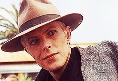 Watch That Man — knifork:  David Bowie in The Man Who Fell to Earth...