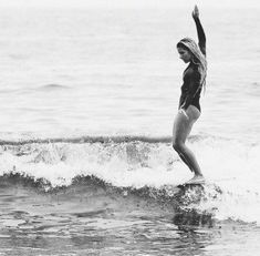 Surfing holidays is a surfing vlog with instructional surf videos, fails and big waves Surfing Uk, Sup Surf, Learn To Surf, Vintage Surf, Hang Ten, Water Photography, Windsurfing, Surf Art, Surf Style