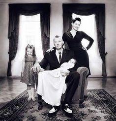Bad Family Photos: 9 More of the Funny and Awkward - Team Jimmy Joe Creepy Old Photos, Creepy Pictures, Funny Pictures, Creepy Images, Ghost Photos, Bad Family Photos, Diana, Caption Contest, Awkward Family Photos