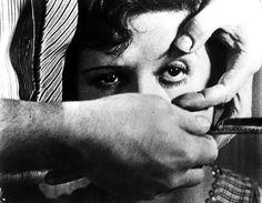 Un perro andaluz, Luis Buñuel, ésta película es deliberadamente incoherente