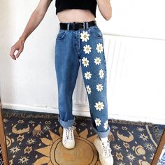 ) Cute White Flowers Girls Jeans – keyfancy Source by mestitsbidules clothes (November Sale?) Cute White Flowers Girls Jeans – keyfancy Source by mestitsbidules clothes Kleidung Design, Diy Kleidung, Painted Jeans, Painted Clothes, Diy Clothes Paint, Painted Shorts, Hand Painted, Diy Fashion, Ideias Fashion