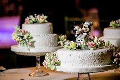 Trio de tortas con topper de Mickey y Minnie http://www.velodevainilla.com/2015/02/24/pia-daniel-que-comience-la-fiesta/