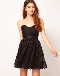 This dress looks very forgiving. Would be great with a little sweater and cute flats. :) >>> Just dropped in price from $ 95 to $ 28!