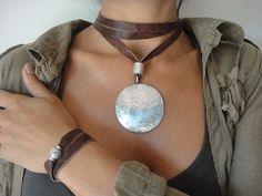 L9 - MOON NECKLACE | by InExtremiss