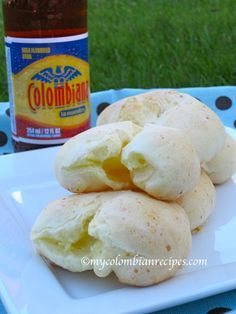 Yuca Bread (Pan de Yuca) Pan de yuca, the best recipe for this style of Colombian cheese bread.Pan de yuca, the best recipe for this style of Colombian cheese bread. Colombian Dishes, My Colombian Recipes, Colombian Cuisine, Colombian Bakery, Yuca Recipes, Mexican Food Recipes, Kitchen Recipes, Cooking Recipes, A Food