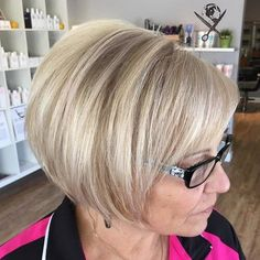 Layered Bob Hairstyles for women over 40 | For more style inspiration visit 40plusstyle.com