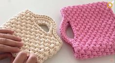 There is nothing additional elegant and comfortable than this easy beautiful handbag so that we are going to teach you ways to crochet this absolutely attractive accessory. Crochet Waffle Stitch, Crochet Tote, Crochet Baby Booties, Easy Crochet, Crochet Summer, Popular Crochet, Crochet Faces, Crochet World, Beautiful Handbags
